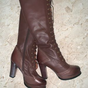 Shoes - NEW! Ladies brown lace-front Boots 👢